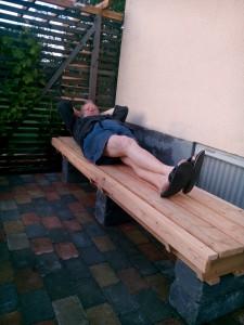 Uffe vilar på sin tankebänk